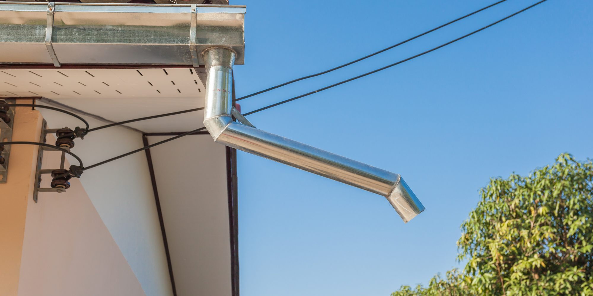 How to choose right rain gutter seamless material for Does a house need gutters